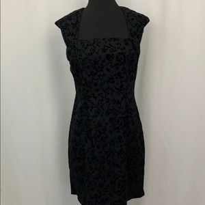 🎈 Harlow Felt Black Cap Sleeve Dress